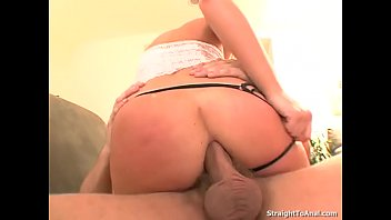 Melissa Lauren deepthroat a fat buttplug and a big hard cock Vorschaubild