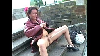 female exhibtonist Mature