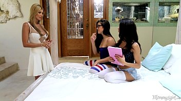 Cum on her face lisa - Natalie monroe, veronica rodriguez and lisa daniels at mommys girl