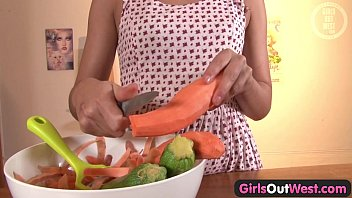 Sex with strange objects Girls out west - amateur orgasm with a cucumber