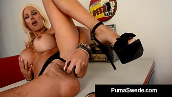 Full view of her vagina Sex crazed euro babe puma swede pounds her pussy in a diner