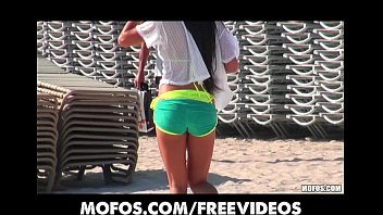 Spongebob battle for bikini bottem Amateur bikini beauty is picked up at the beach for a quick fuck