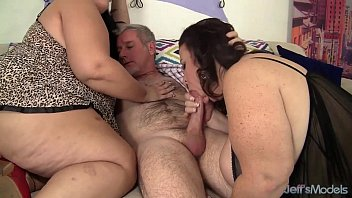 Chubby ladies squirting - Drilling two chubbies