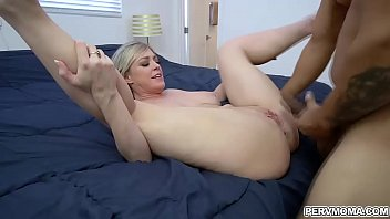 Fill up the condom - Dee williams asks her stepson to fill her muff up with dick