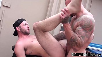 "HAIRYANDRAW Inked Hunk Sean Duran Fucks Ass in his Backyard <span class=""duration"">7 min</span>"