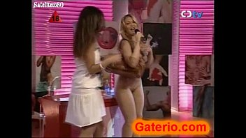 Daniela blume desnuda en un strip como empresaria