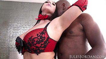 Monster cock up ass Jules jordan - angela white sets a booby trap for mandingo that ends in her ass
