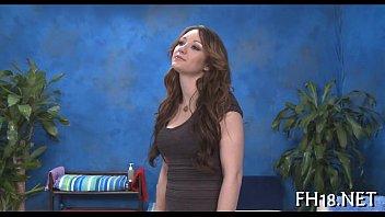 Massaggio ragazza nuda