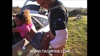 www.tacopine.com : Deux salopes se font sodomisées en pleine nature