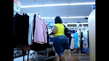 BIG BOOTY EBONY CANDID IN JEANS WALKING THROUGH STORE