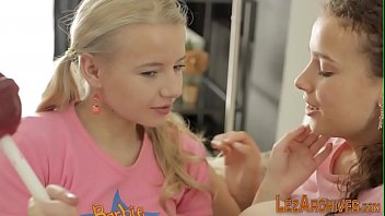 Naughty teen babes have lesbian sex 7分钟