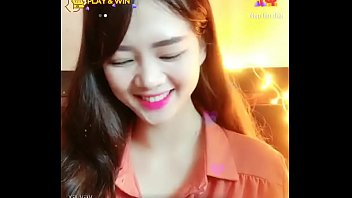 Bé Anh xinh livestream Uplive 2 min