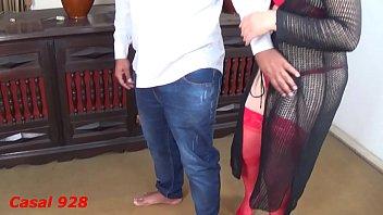 Esposa toda gostosa vestida de vermelho, seduziu o amigo (Putarianoturna7) e levou muita rola grossa dele