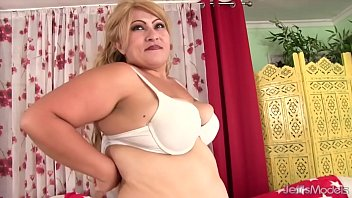 Chubby models - Chubby mom uses magic wand