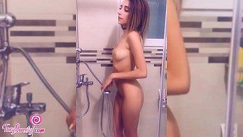Young Babe Masturbates Wet Pussy and Cum Hard صورة