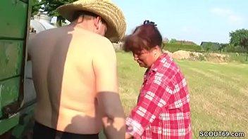 Mutti und Papa treiben es wild auf dem Bauernhof