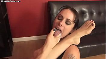 KissHerFoot.com - Mistress Jolene's footstool