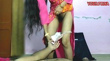 मासिक-धर्म (periods) मे प्रिया को मनाया ओर उसकी गान्ड चोदी  YOUR PRIYA