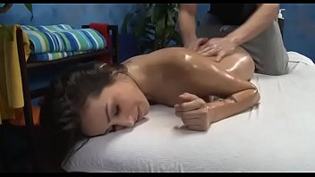 imagenes para adultos de Very sexy 18 year old gorgeous gets drilled hard from behind by her massage therapist