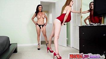 Diamond Foxx feeds Nina Skye her dildo