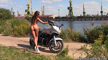 Pictures of vintage bikes - Fuckndrive.com: horny stunner on a hot bike