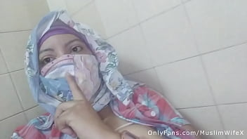 Real Arab عرب وقحة كس Mom Sins In Hijab By Squirting Her Muslim Pussy On Webcam ARABE RELIGIOUS SEX
