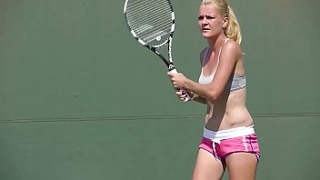 Hot and Beautiful Agnieszka Radwanska Practices Very Undressed