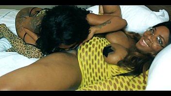 girls kissing girls mrsfeedme