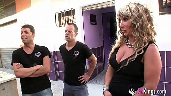 We get into a swinger club in Sevilla and film what happens there. SIMPLY IMPRESSIVE