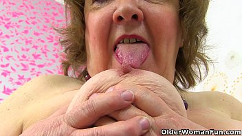 Clothe feed hungry naked - British granny susan feeds her hungry cunt with dildo
