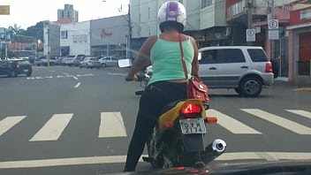 Morena de moto