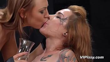 Busty spidergirl - Cosplay girls enjoy lesbian golden showers