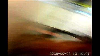【盗撮動画】ニーハイ美脚のぷにゅぷにゅ太もも!素人ギャルのパンチラを隠し撮り凝視www