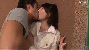 温泉旅行で女子小学生がマスク男とシックスナインで極太チンポを咥えるの美少女動画