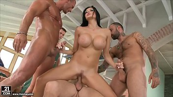 Xvideo hung by her tits - Aletta ocean loves to get gangbanged