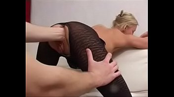 BLONdE MiLF RUSSiAN MAMA BANGiNG AWAY ON YOUNG GUY UNdERGROUNd iN POUNdTOWN 17MiN'Z alice goodwin nude