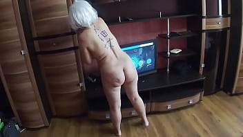 Mom got down on her knees and gave her ass to stepson