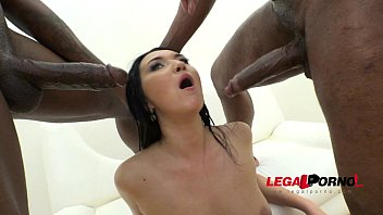 Big butt slut Vanessa Vaughn DAP'ed (slut fucked by 3 cocks) RS015