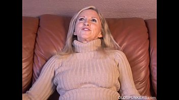 Annabelle lucy escort - Super sexy older lady plays with her juicy pussy for you