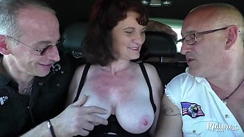 Mature milf amatuer site list Nathalie, mature affamée fait un trio avec son mari et un ami