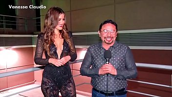 Vanessa claudio tetona sin bra traje transparente carnaval 2018