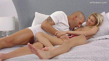Martina Vilaggio losing of virginity before the camera! thumbnail
