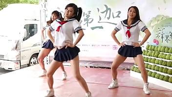 同學裙子改太短 跳完舞來訓導處報到 (亭瑋 璇璇 拍拍) 60秒