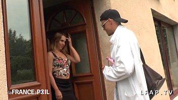 فتاة فرنسية تدعو SOS Sodomy للحصول على الحمار خبطت