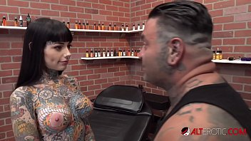 Tiger Lilly gets a forehead tattoo while nude