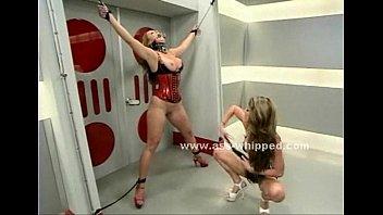 Blonde gets her nipples clamped