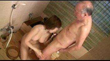 【フェラ】爺さんのクセして性欲衰えなくて爆乳娘にフェラチオさせるとかパネェwww