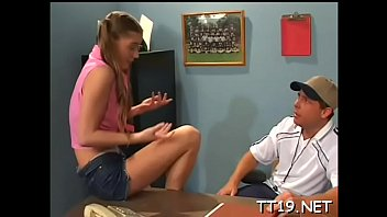 Teen gives a steaming fellatio