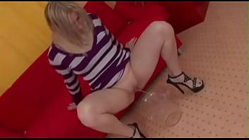 Ads of men to spank men - Pissing girls