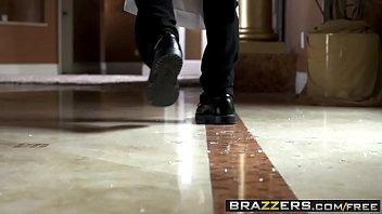 Brazzers - Dirty Masseur - Robbin And Rubbin scene starring Ella Milano and Bill Bailey